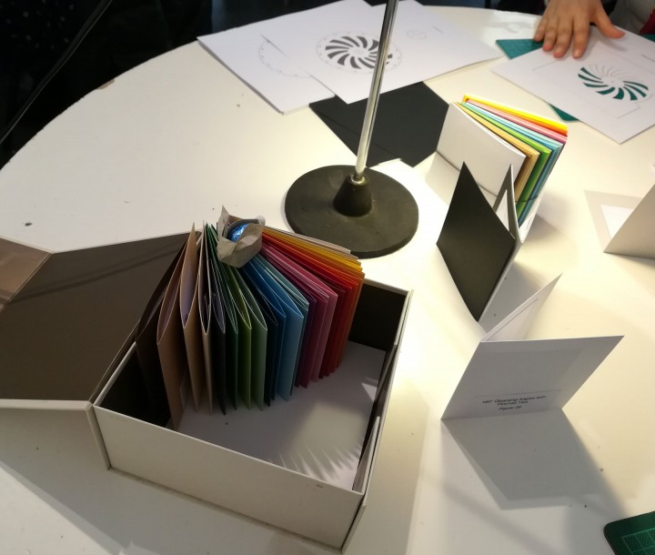 Iniciação à construção de livros pop-up © Arte Central
